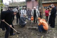 Alapítás, diófa ültetés 2009.11.14. (39)
